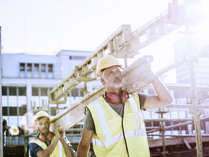 Construction workers at work | Instone Real Estate